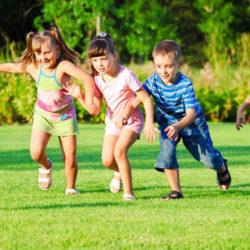 bambini-aperto-idee-giochi-palla-insieme